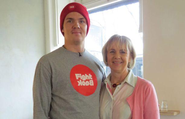 Pekka Hyysalon ja Anja-äiti ovat antaneet yhdessä haastatteluita ja tanssineet Linnan juhlissa.