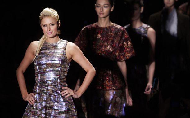 Paris Hilton iloitsi show'n sujuneen hyvin.