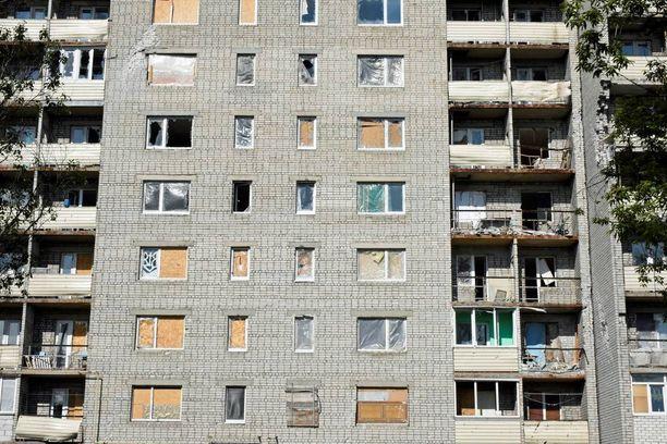 Esimerkiksi Avdiivkassa etulinjan tuntumassa olevat talot ovat kaikki saaneet osumia.