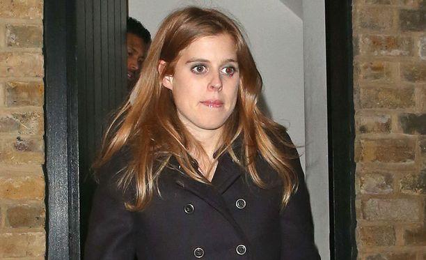 Prinsessa Beatricen äiti on kohuherttuatar Fergie.