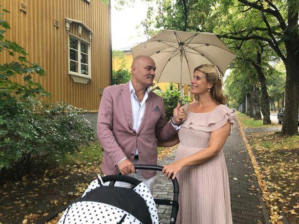 Jukka Järvinen ja Reeta Viljamaa puuhaavat ensi kesäksi häitä.