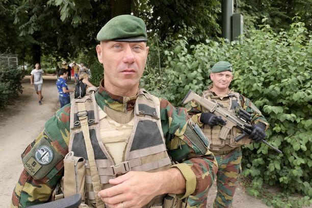 Belgialaiset Nato-sotilaat eivät saa enää käyttää älypuhelimia komennuksillaan Venäjän rajojen tuntumassa.
