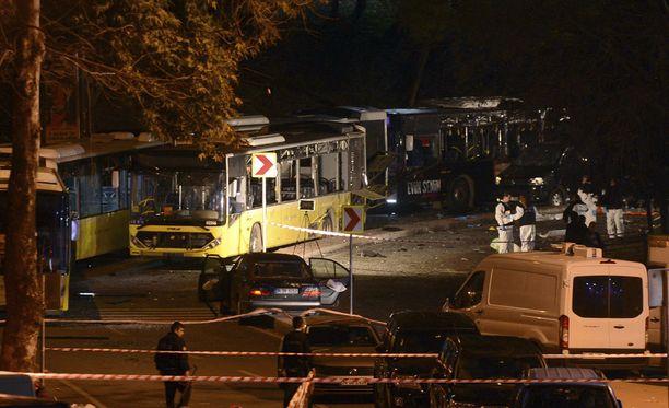 Turkin presidentti Recep Tayyip Erdogan sanoo lauantai-illan räjähdyksiä terroristi-iskuksi maan poliiseja ja kansalaisia kohtaan.