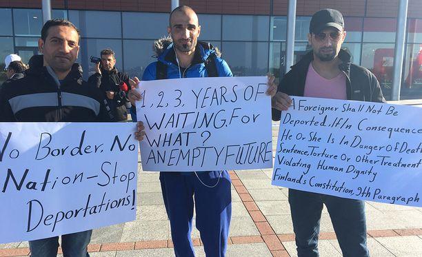 Mielenilmaus on suunnattu Suomen turvapaikkapolitiikkaa vastaan.