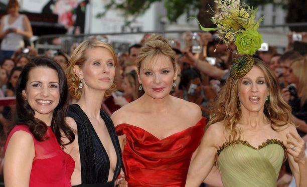 Suosittu Sinkkuelämää-tv-sarja pyöri televisiossa vuosina 1998-2004. Kuvassa Kristen Davis (vas.), Cynthia Nixon, Kim Cattrall (toinen oik.) ja Sarah Jessica Parker (oik.).