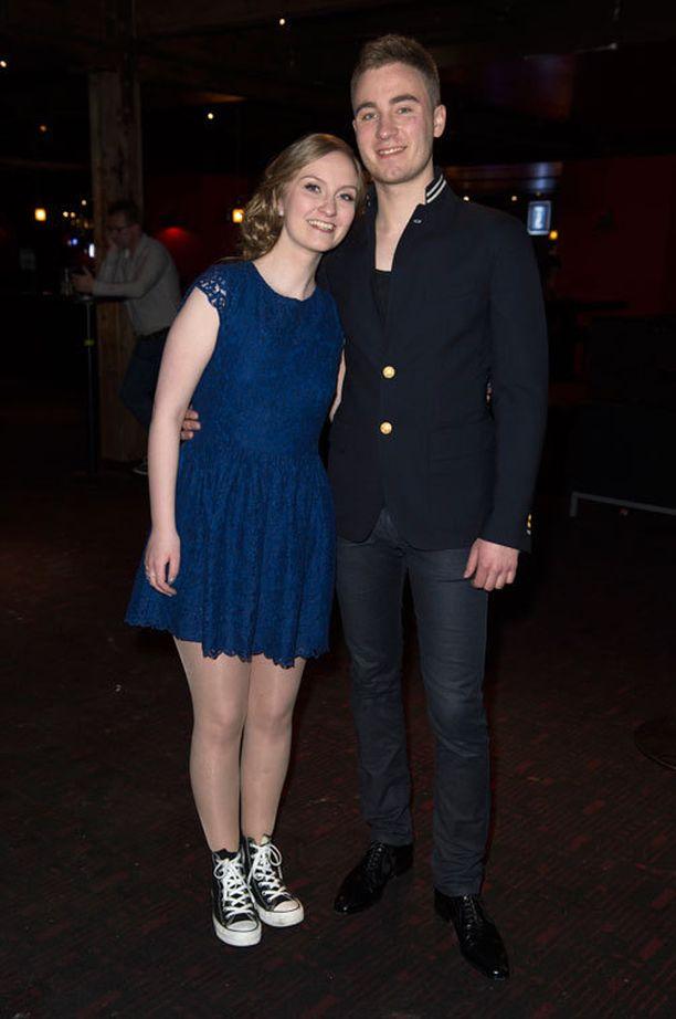 Dennis ja Emilia suunnittelevat yhteistä duettoa.
