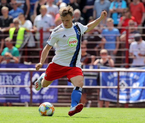 HSV:n Tobias Fagerström ampuu.