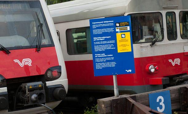 Häiriköinti tapahtui Helsingistä lähteneessä N-junassa. Kuvituskuva.