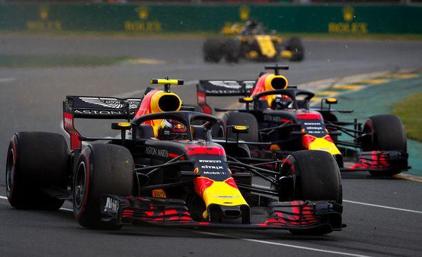 Max Verstappenin ja Daniel Ricciardon kisa päättyi surkealla tavalla.