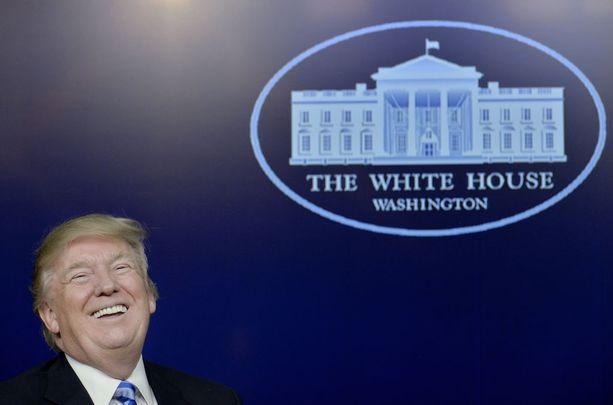 Ensimmäinen ulkomaanmatka presidenttinä lienee tervetullut tauko sisäpoliittisista ongelmista kärsivälle Donald Trumpille.