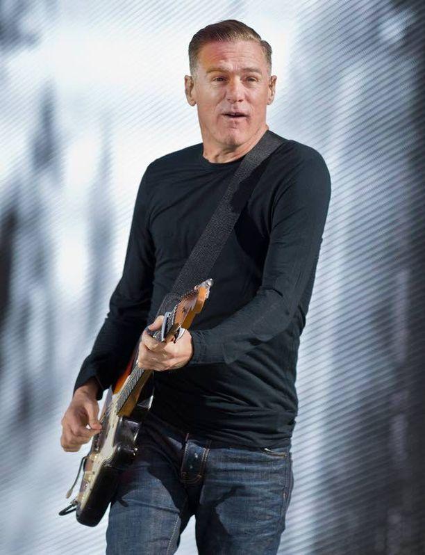 Näin vauhdikkaasti Bryan Adams esiintyi kesäkuussa Saksassa.