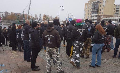 Äärioikeiston marssi alkoi Laukontorilta kello 12.45.