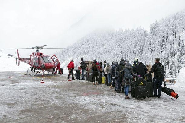 Helikopteripysäkillä oli tiistaina huomattava jono, kun hätäisimmät halusivat lähteä Zermattista.