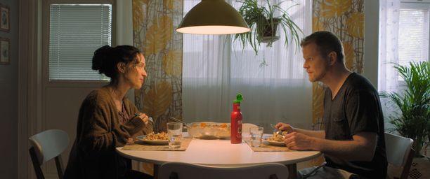 Kotimaisen uutuusfilmin tärkein ansio on se, että se muistuttaa miten fantastisen hieno näyttelijä Elsa Saisio on.