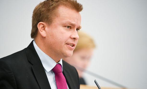 - Se ei etene, sanoo keskustan eduskuntaryhmän puheenjohtaja Antti Kaikkonen alkoholilain uudistuksesta.