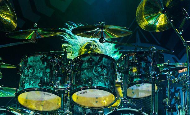 Motörheadin rumpali Mikkey Dee pyytää Lemmya muistavia nostamaan hänelle maljan.