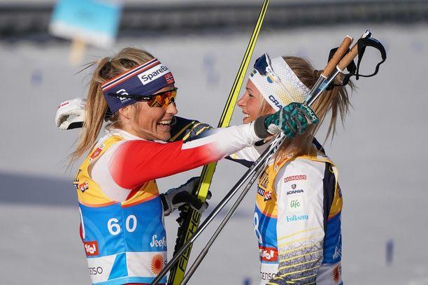 Frida Karlsson aikoo haastaa Therese Johaugin kymppitonnilla.
