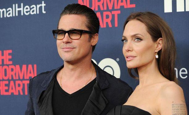 Angelina Jolie on hänen ja Brad Pittin lasten pääasiallinen huoltaja, mutta Pittillä on tapaamisoikeus valvotuissa olosuhteissa.