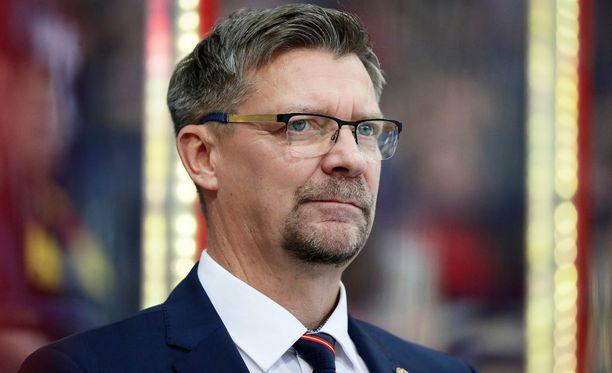 Jukka Jalonen on tyytyväinen, ettei Jokerien tilanne ole kuten viime kaudella: silloin pelaamaan pääsi, jos oli yli 20-vuotias.