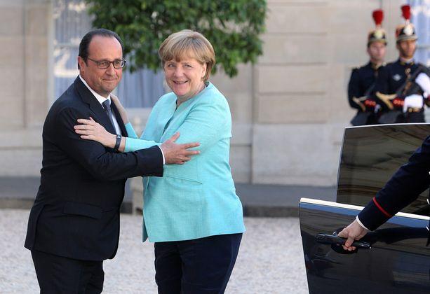 Hollande ja Merkel tapasivat Pariisissa maanantaina.