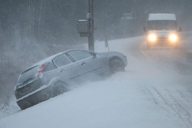 Liukas keli yllätti autoilijan Turun ohikulkutiellä joulukussa 2012.