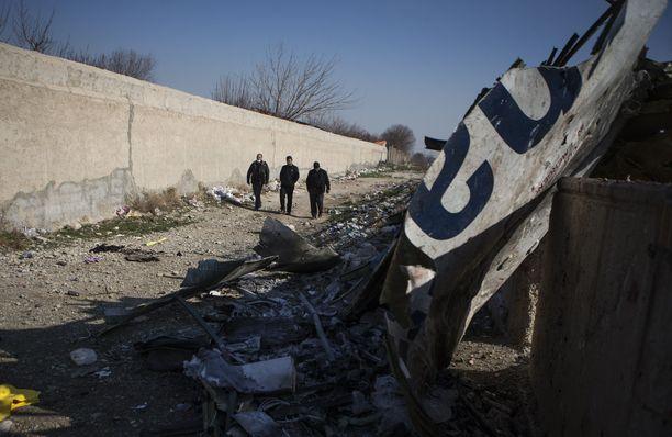 Kuvassa näkyy ukrainalaiskone Boeing 737:n onnettomuuspaikka.