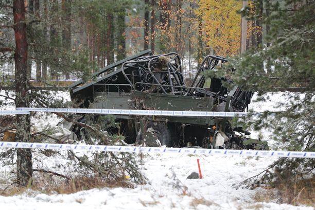 Masi-ajoneuvo ajautui useiden kymmenien metrien päähän tasoristeyksestä.