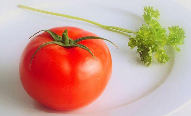 Tomaatissa ja persiljassa on umamia, joka lisää ruoan suolaista makua.