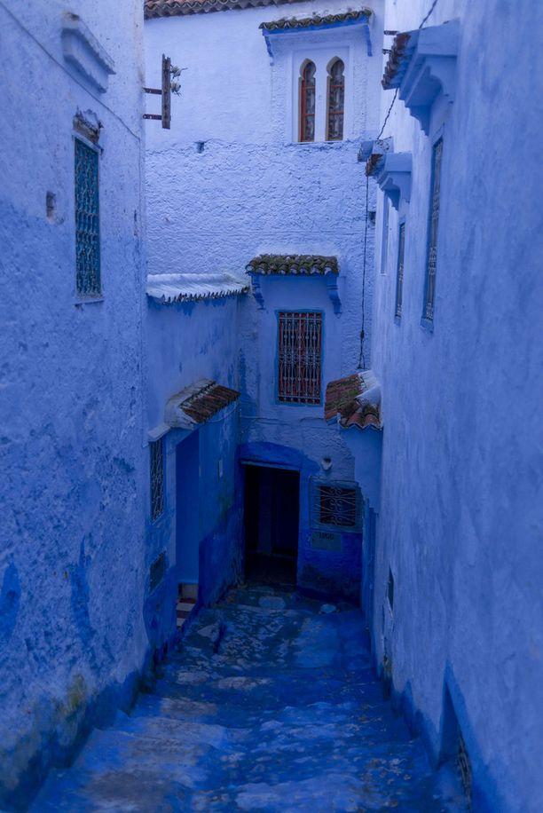 Chefchaouen hehkuu erilaisissa sinisen sävyissä.