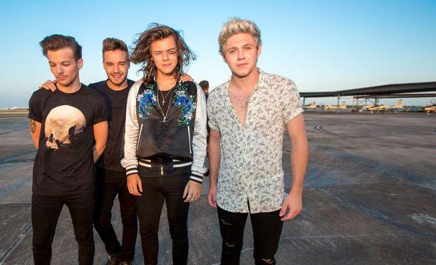 One Directionissa on enää vain neljä jäsentä, Niall Horan, Liam Payne, Harry Styles ja Louis Tomlinson.