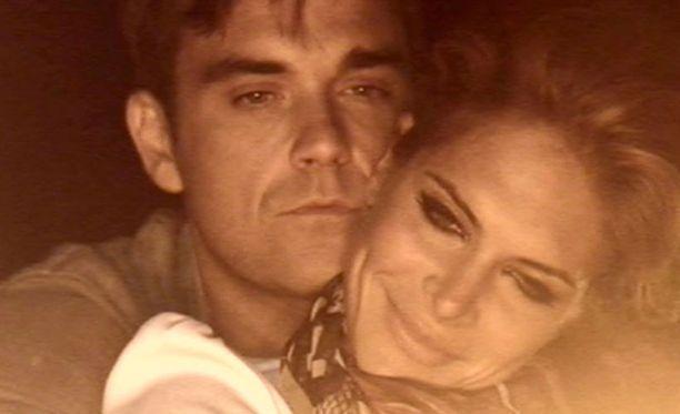 Robbie Williams ja Ayda Field menevät tänään naimisiin.