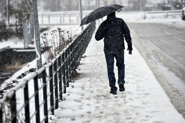 Solkenaan saapuvat matalapaineet tuovat mukanaan märkää lunta, räntää ja vettä.
