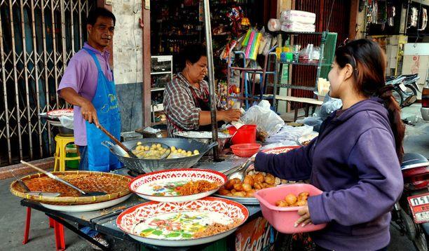 Thaimaassa kannattaa kokeilla paikallisia makuja.