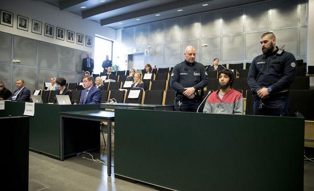 Bouanane osallistuu tiistaina Turun vankilassa pidettävään oikeusistuntoon. Puukottaja on ollut useina käsittelypäivinä poissa.