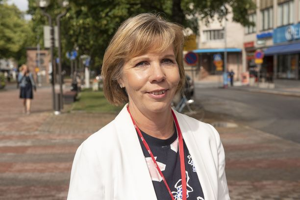 Oikeusministeri Anna-Maja Henriksson (r) suhtautuu tilanteeseen vakavasti. - On selvää, että tällaista ei koskaan pitäisi päästä tapahtumaan. Olen vaatinut pikaista selvitystä tapahtuneesta ja toimenpiteistä, jotta tilanne saadaan välittömästi korjattua,  Henriksson sanoo ministeriönsä tiedotteessa.