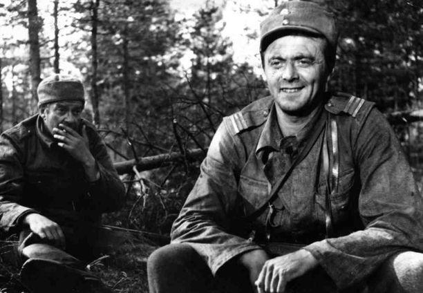 Kuvassa vasemmalla oleva Kaarlo Halttunen oli ensimmäinen sotamies Rahikainen.