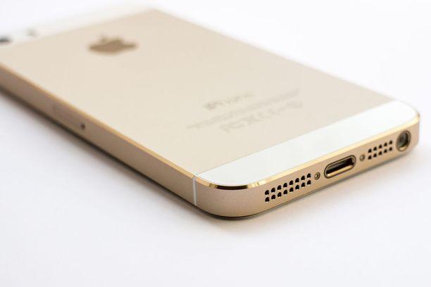 Apple iPhone 5S:n sai myös kultaisen värisenä.