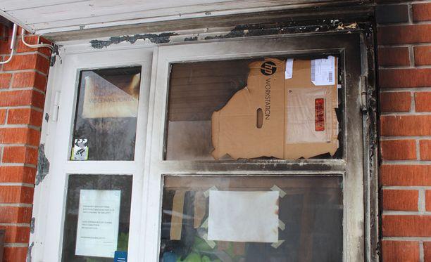 SPR:n edustajan mukaan epäilty käytti viittä polttopulloa. Poliisi kertoi aamulla, että polttopulloja olisi ollut kolme.