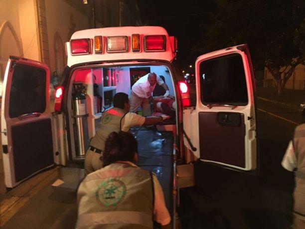 Loukkaantunutta kuljetetaan hoitoon Meksikossa Chihuahuan kaupungissa syyskuussa 2017. Kuvituskuva
