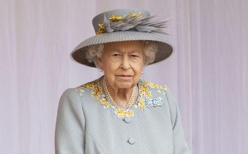 Kuningatar Elisabetin raskas vuosi – Harryn ja Meghanin kapina, miehen ja parhaan ystävän kuolemat