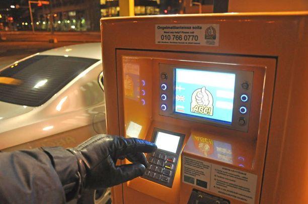 Liiga oli valinnut skimmauskohteikseen ABC-ketjun kylmäasemien maksuautomaatteja. Kuvituskuva.