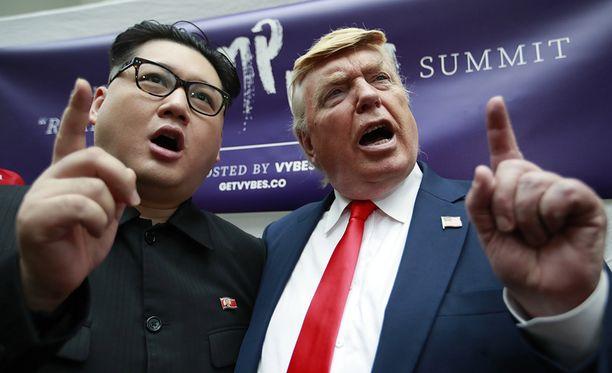 Trumpin ja Kimin kaksoisolennot Howard X (vas.) ja Dennis Alan ovat myös saapuneet Singaporeen.