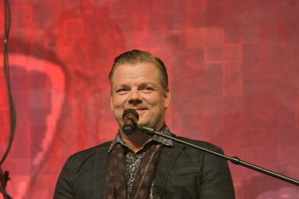 Kuvassa Sillanpää keikalla huhtikuussa Kempeleessä.