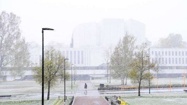 Pääsiäiseksi povataan Suomeen sateita, jotka tulevat etelässä vetisenä ja maan pohjoisosissa lumena.