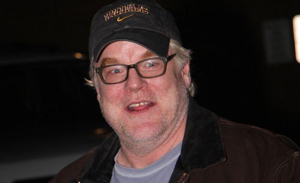Hoffman joutui nettihuijauksen kohteeksi perjantaina. Näyttelijä kuoli oikeasti sunnuntaina.