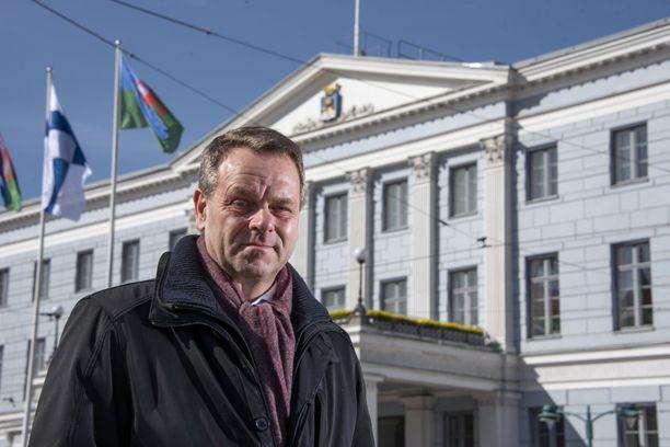 Pormestari Jan Vapaavuori johtaa koronakoordinaatioryhmää, pääkaupunkiseudun nyrkkiä.