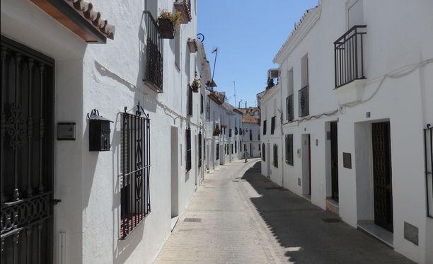 Kuvassa Espanjan Mijas, jonka alueelta naista etsittiin.