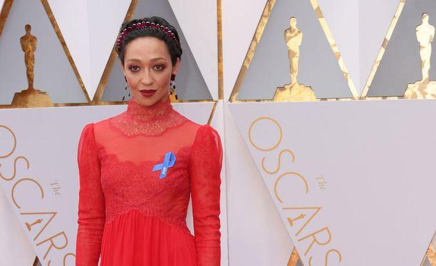 Ruth Negga saapui Oscareihin.