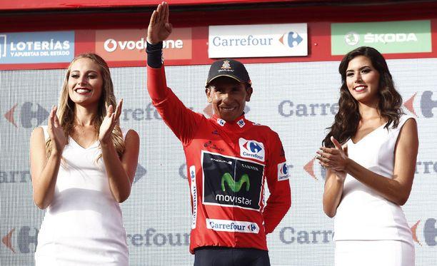 Nairo Quintana juhli vielä viime vuonna podium-tyttöjen välissä Espanjan ympäriajossa.