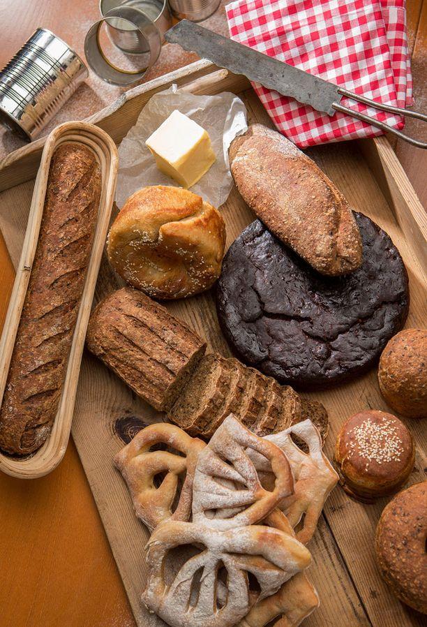 Leipä on parhaimmillaan höyryävänä, päällä sipaisu voita.